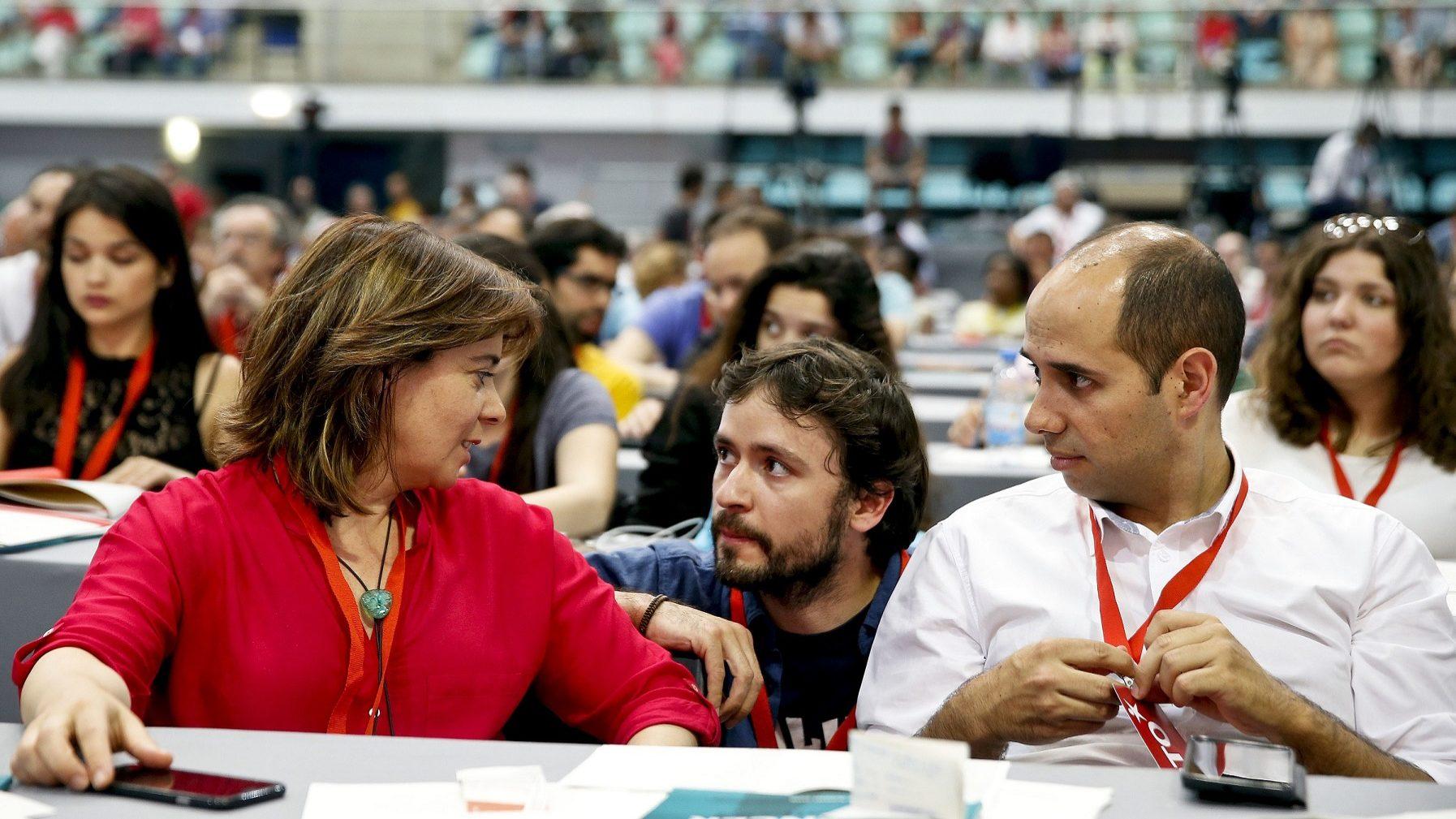 A Coordenadora do Bloco de Esquerda Catarina Martins (E) conversa com o deputado José Soeiro e com o lider parlamentar Pedro Filipe Soares, no último dia da X Convenção Nacional do Bloco de Esquerda.