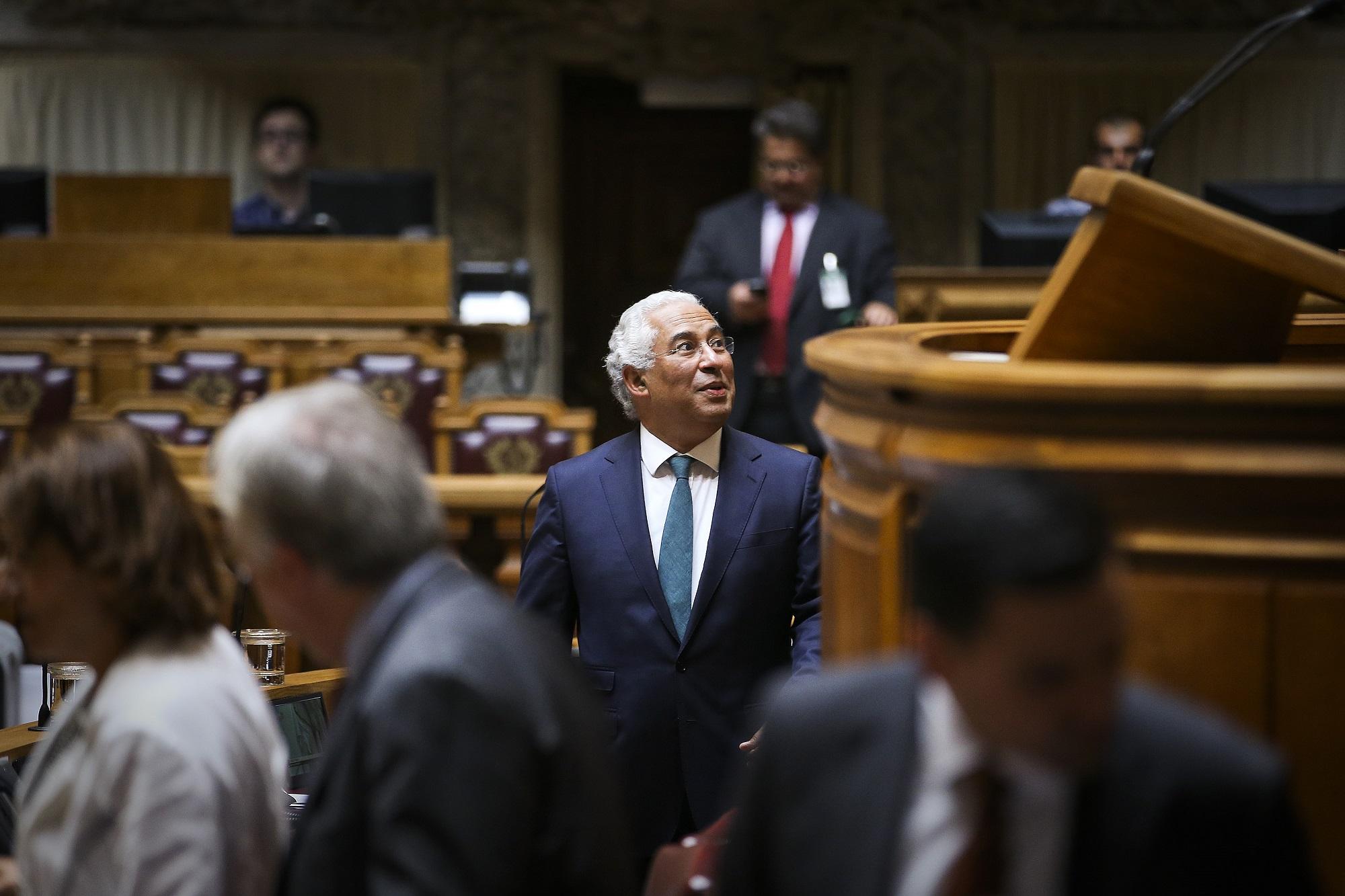 O primeiro-ministro, António Costa, à chegada para o debate quinzenal na Assembleia da República, em Lisboa.