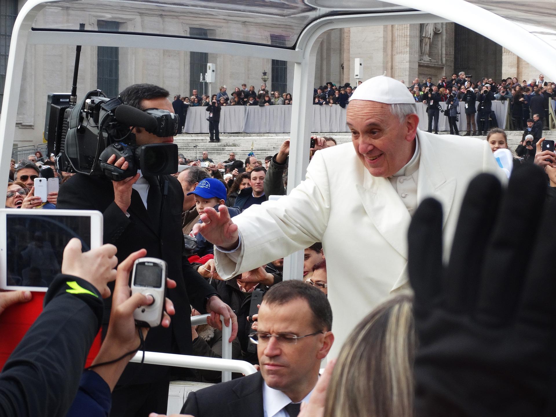 Resultado de imagem para Turismo em Portugal dispara em maio com visita do Papa