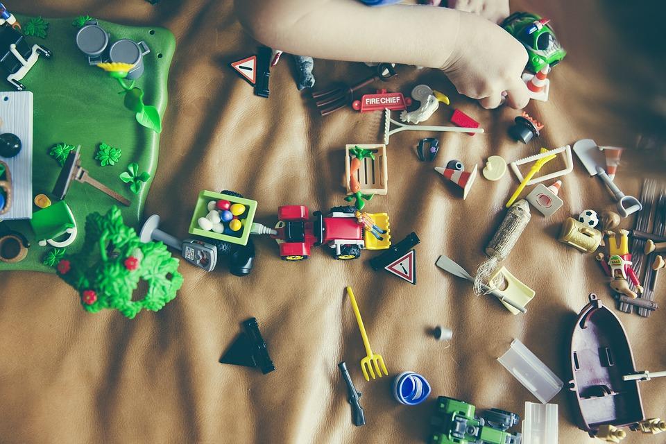 crianças miúdos brinquedos filhos