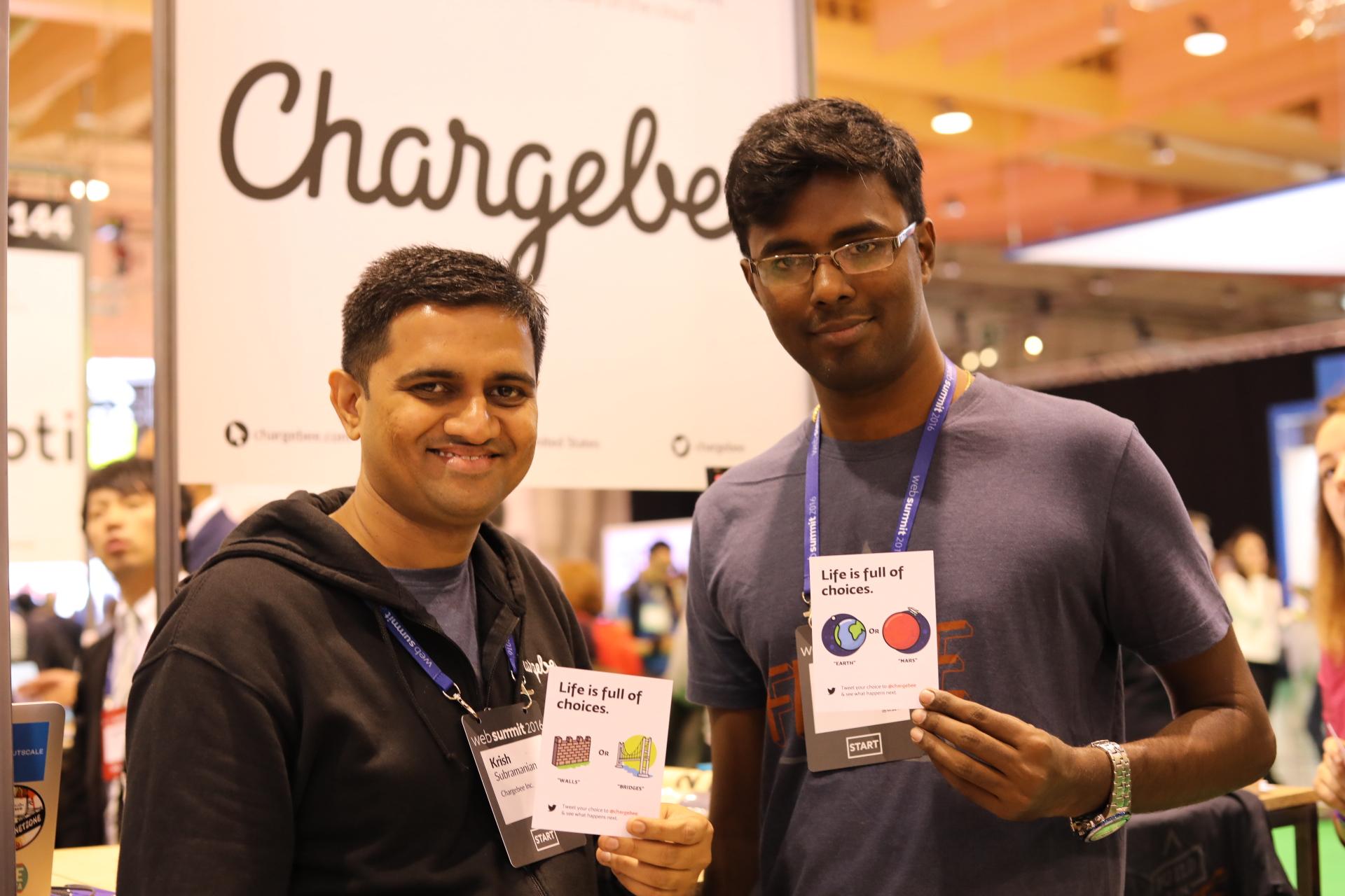 Krish Subramanian, da Chargebee, à esquerda.