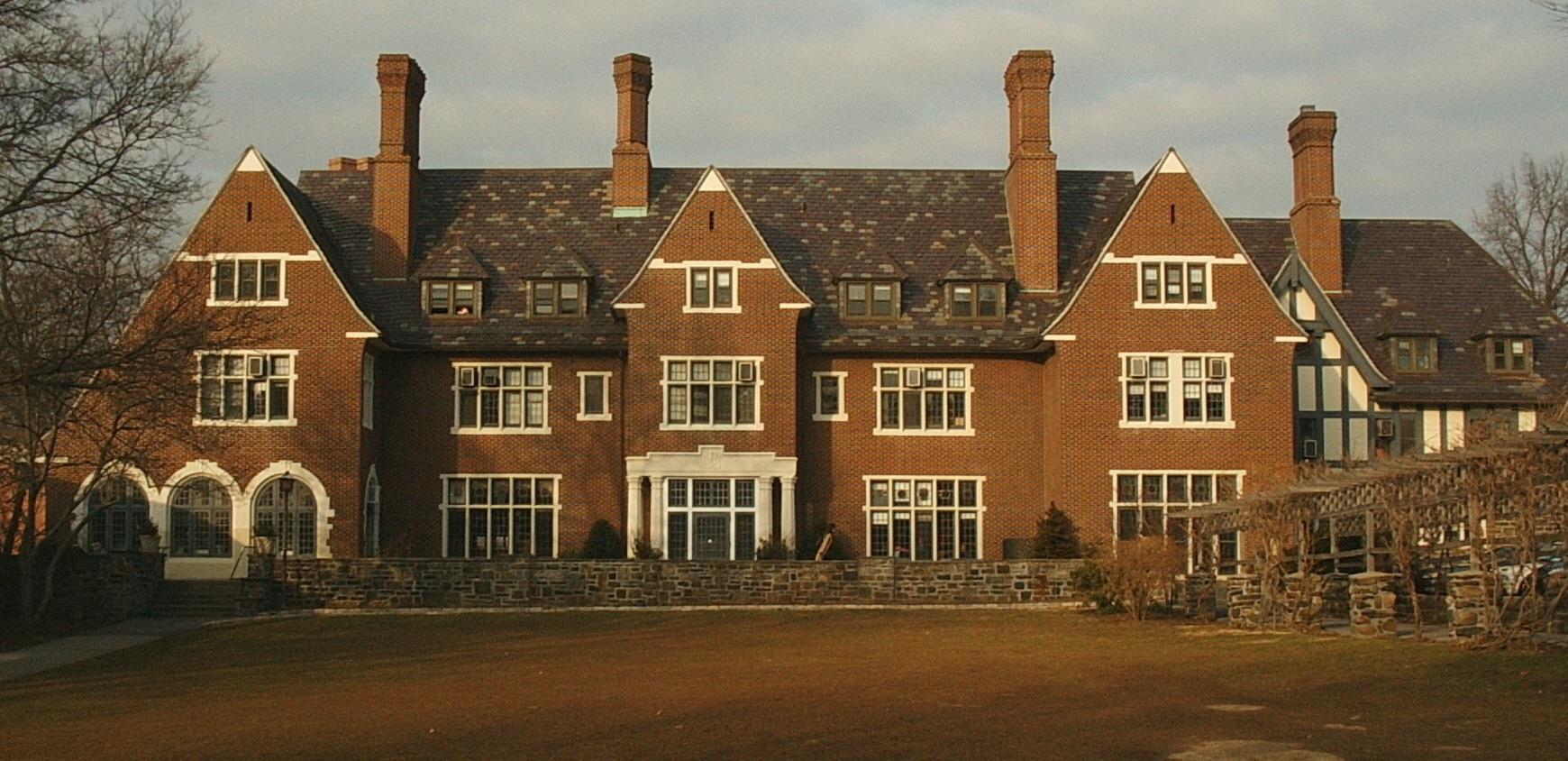 Sarah Lawrance College (EUA) - Uma licenciatura em Artes com a duração de quatro anos custa 204.784 dólares (195.962 de euros).