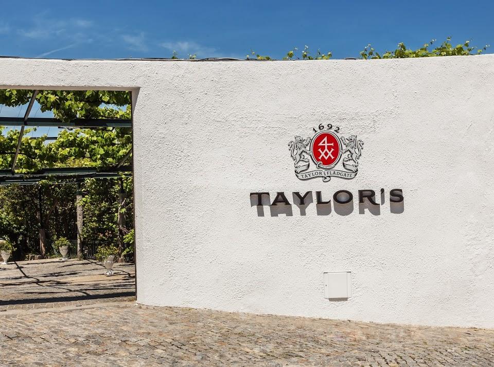 taylors-visitors-centre-_entrance