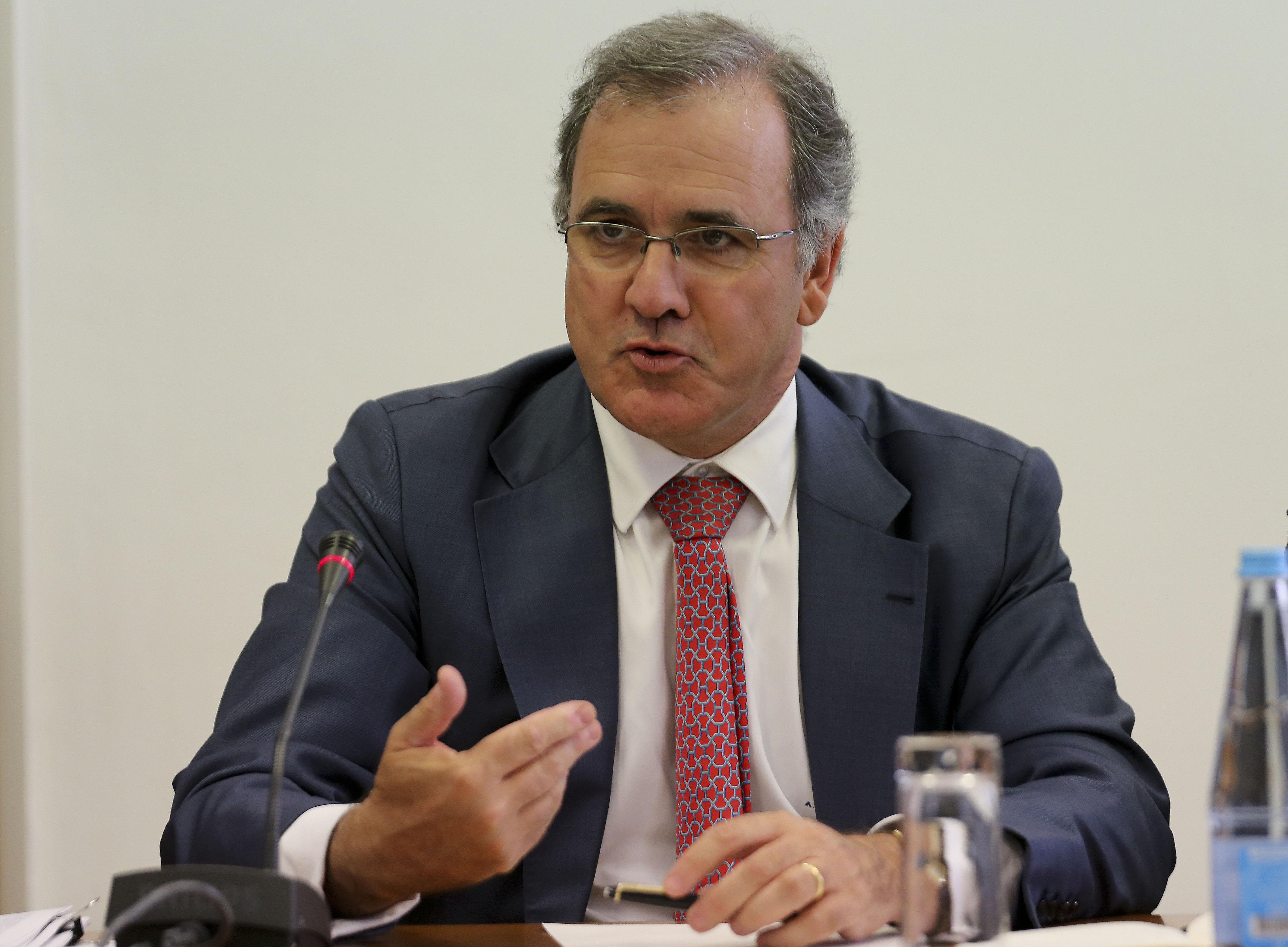Audição do ex-ministro da Economia, António Pires de Lima, durante a audição sobre vencimentos das entidades reguladoras, a requerimento do PS, e sobre o processo de privatização da TAP, a requerimento do BE, na Assembleia da República, em Lisboa, 26 de abril de 2016. JOÃO RELVAS/LUSA