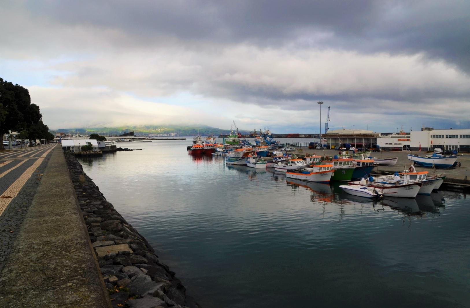 marina ponta delgada açores barcos mar