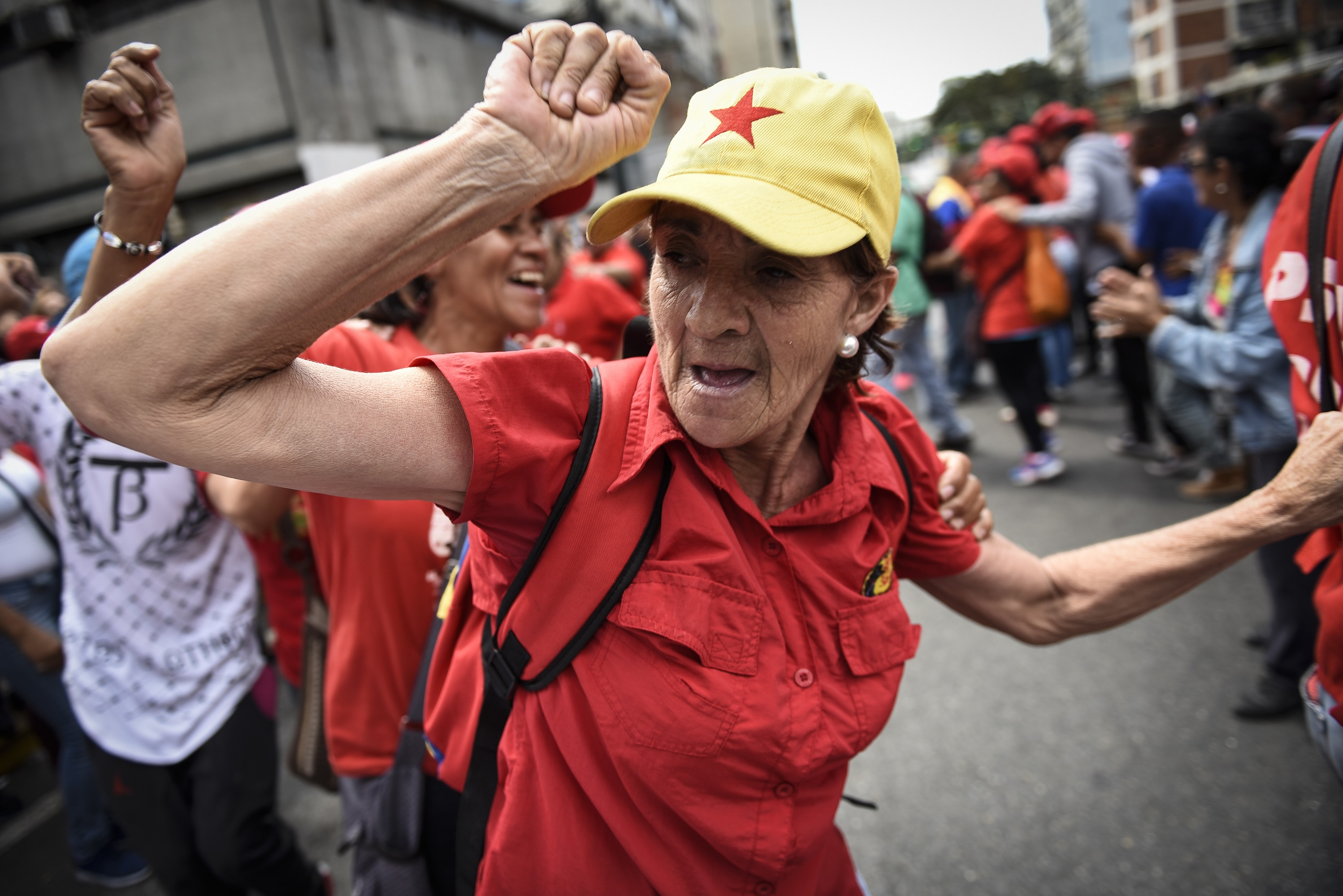 "Pro-government supporters dance during a march to accompany the coffin of Fabricio Ojeda, former president of the Patriotic Junta and leader of the Armed Forces of National Liberation (FALN), to the National Pantheon in Caracas, Venezuela, on Monday, Jan. 23, 2017. Venezuelan president Nicolas Maduro issued a statement that Venezuela's National Assembly ""is in contempt"" and ""doesn't exist"" in response to Congress declaring him an ""abandoned president."" Photographer: Carlos Becerra/Bloomberg"