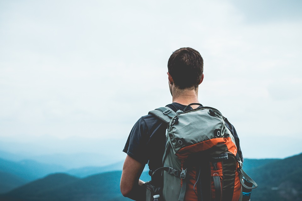 Mais vale ir sozinho... - Se não conseguir encontrar alguém que o acompanhe na sua próxima aventura, vá sozinho e desafie-se.