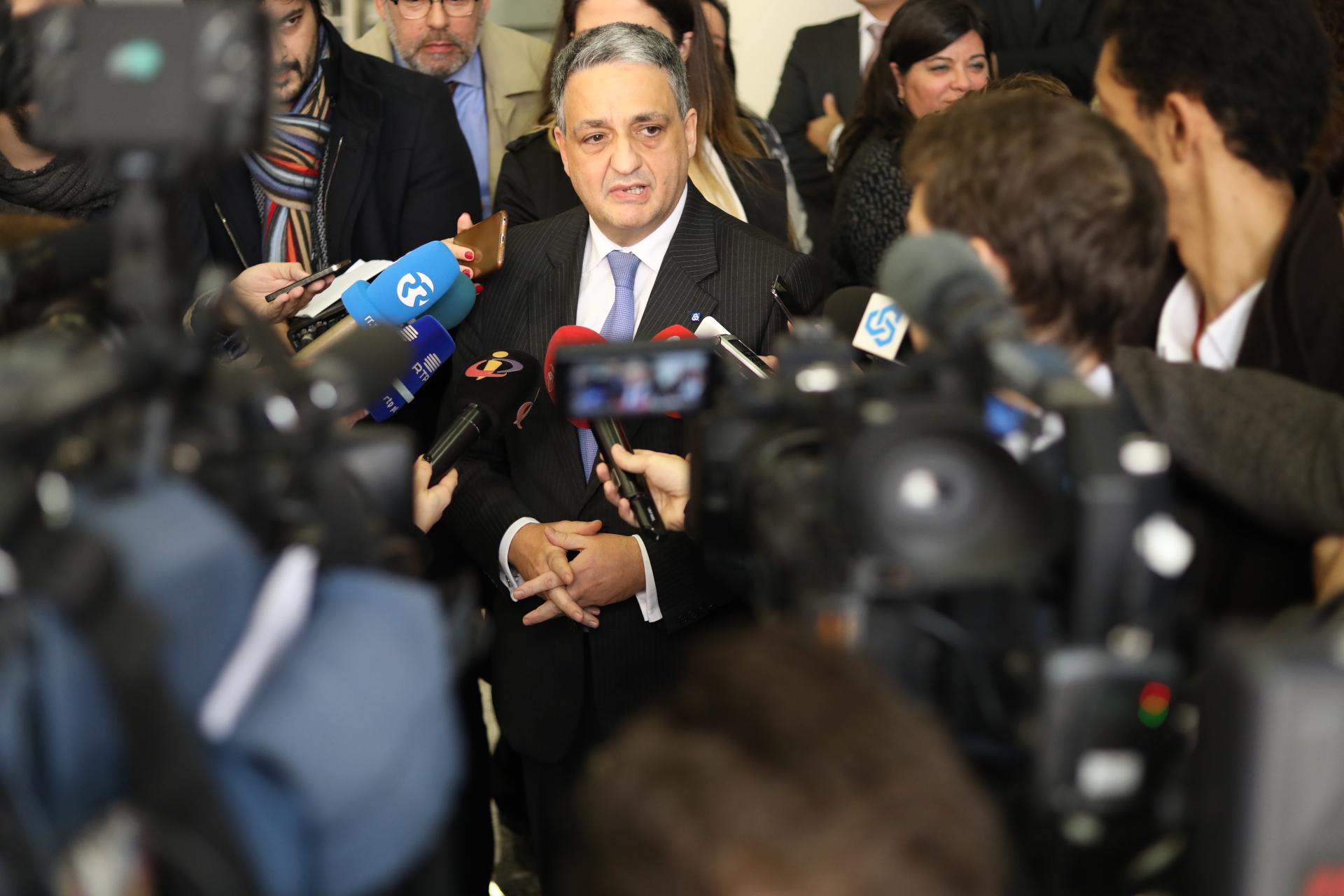 Ao dia 3, Paulo Macedo visitou a primeira agência da CGD.