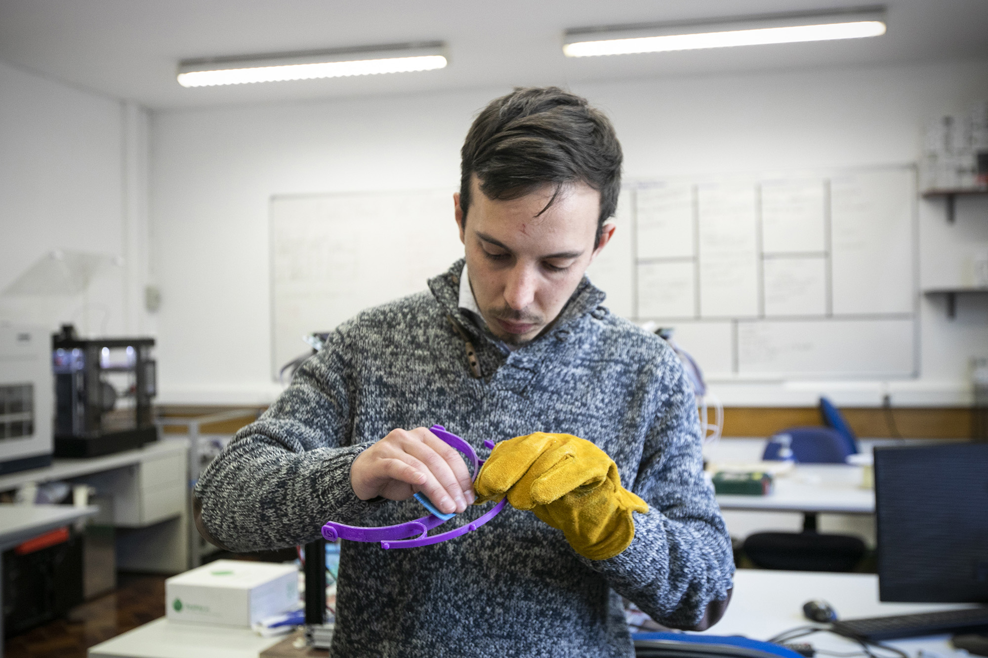Instituto Superior Técnico imprime viseiras de proteção em 3D para doar aos hospitais durante a pandemia - 27MAR20
