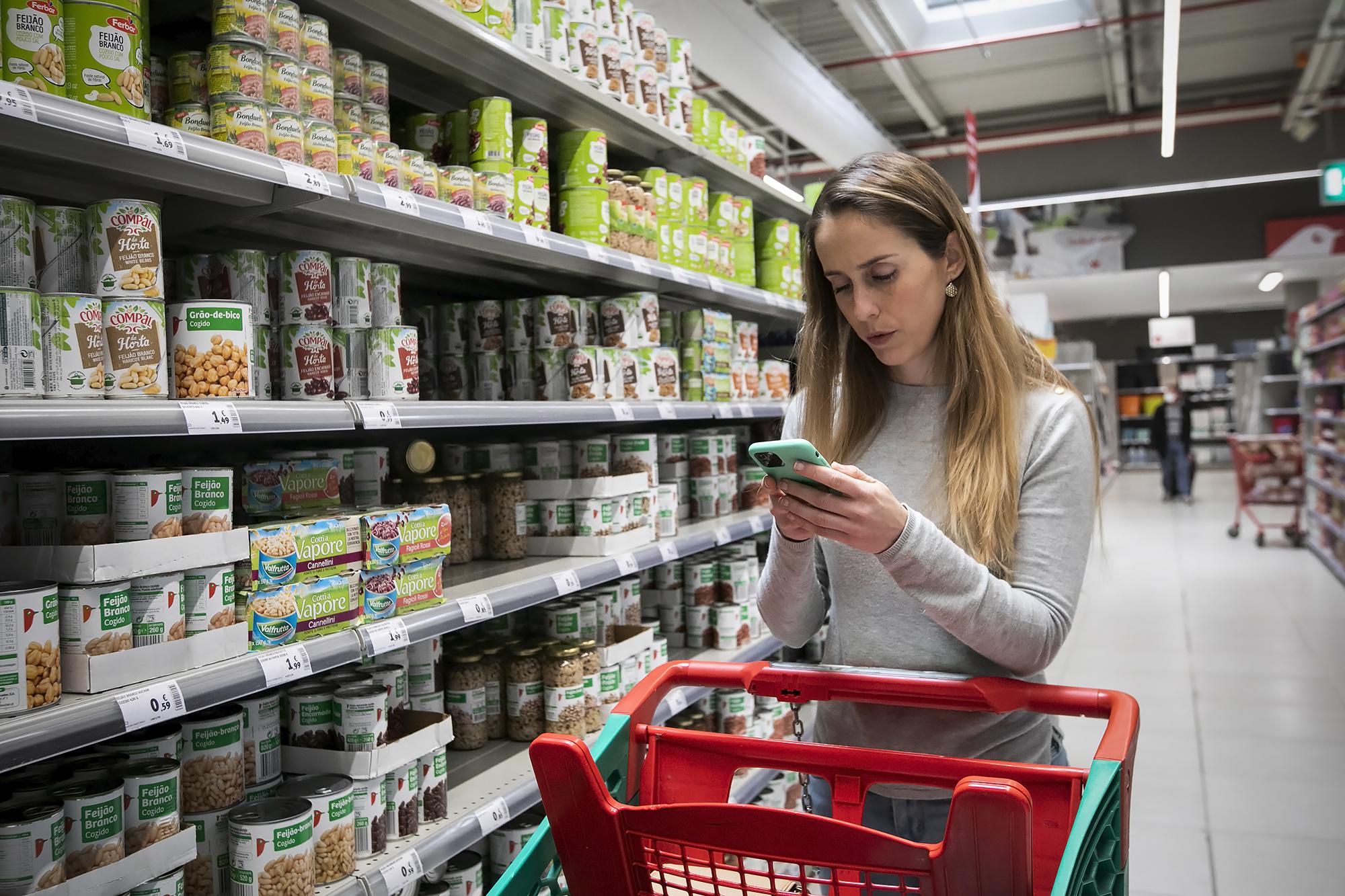 Auchan e AMI entregam cabazes de alimentos a pessoas carenciadas e de risco durante a pandemia - 23ABR20