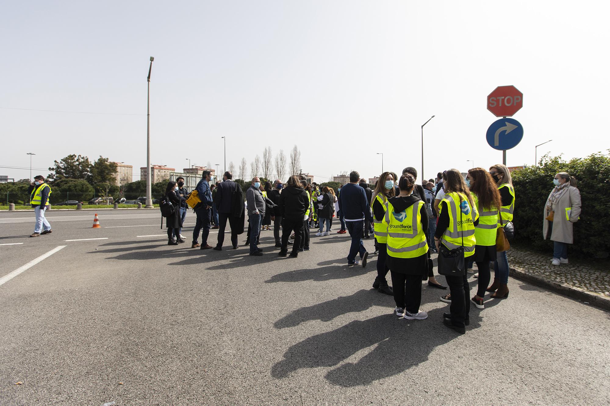Trabalhadores da Groundforce manifestam-se em frente à sede da empresa - 03MAR21